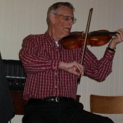 Malcolm Dewar playing his fiddle
