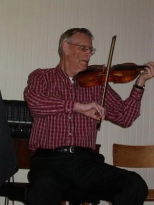 Malcolm Dewar playing his fiddle